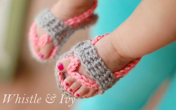 whistleandivy_crocheted_baby_flipflops_01