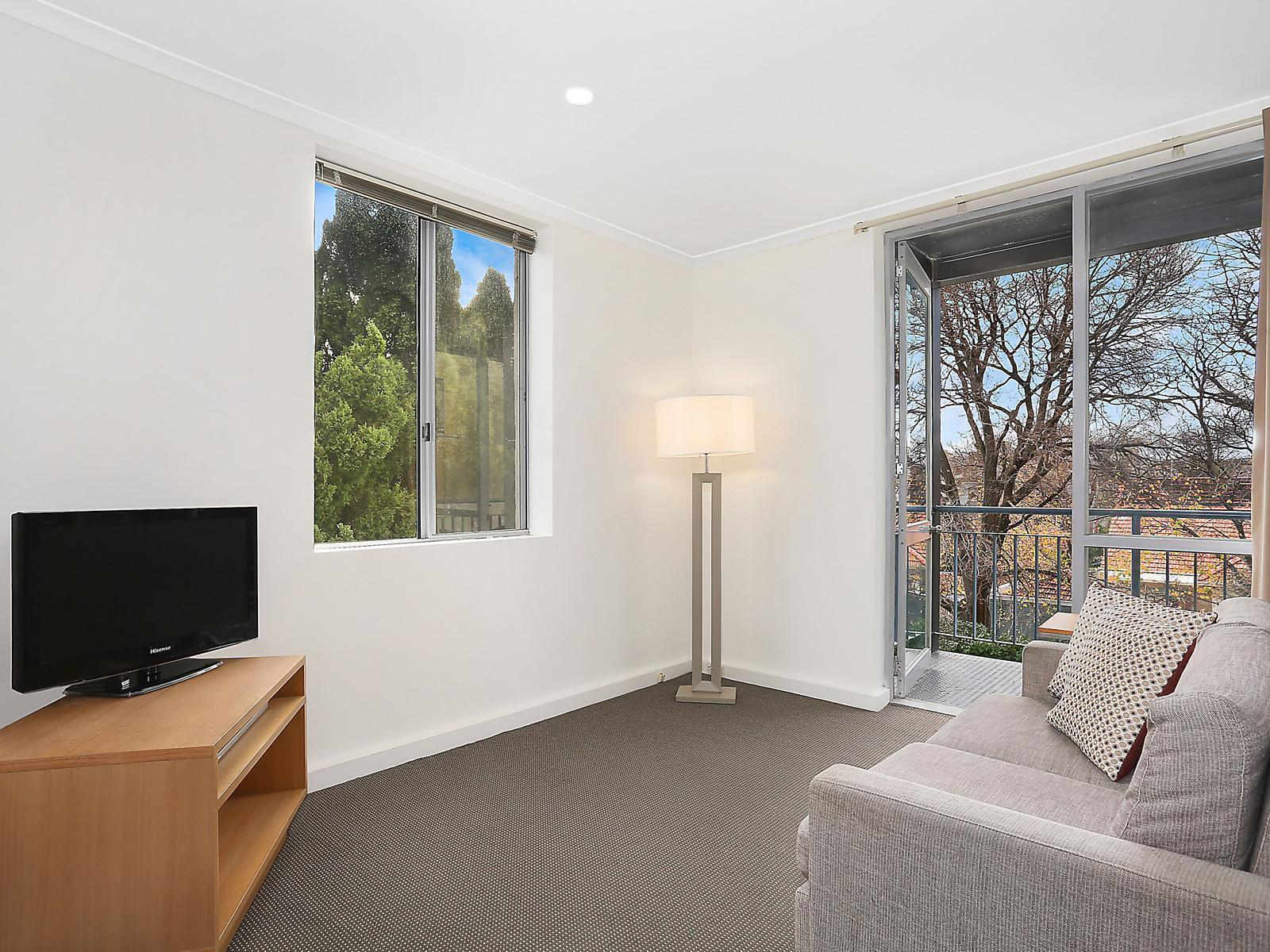 2 Bedroom Unit For Rent Melbourne 12c 1 Eildon Road St Kilda Apartment Sold Mcgrath