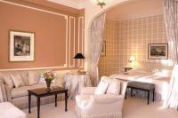 Best Home Decorating Ideas: Peach Bedroom Design