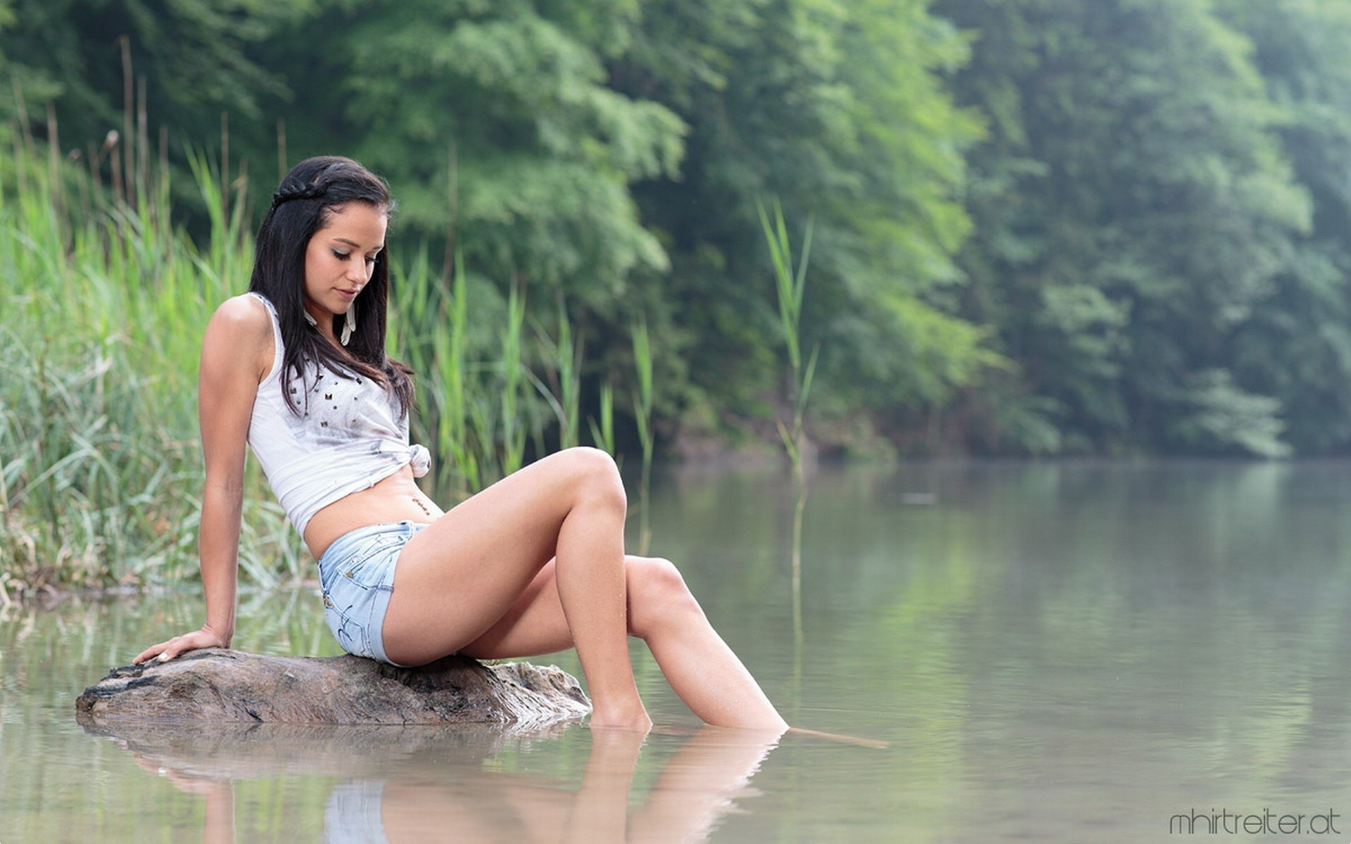 3d Anaglyph Wallpapers Free Download Brunettes Legs Women Outdoors Lakes Denim Shorts 1920x1200