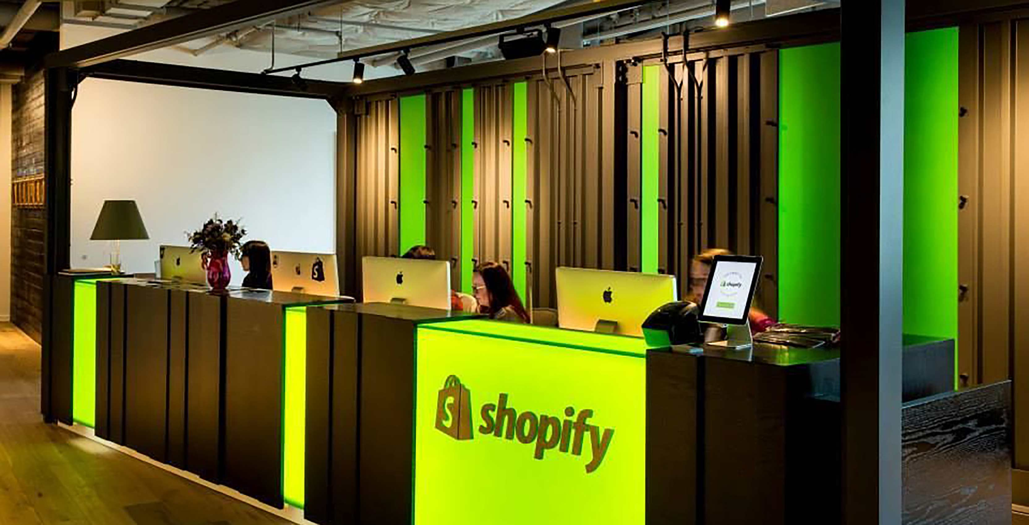 Black Friday 2018 Statistics Data From Across Shopify Shopify Sharing Live Black Friday And Cyber Monday Data