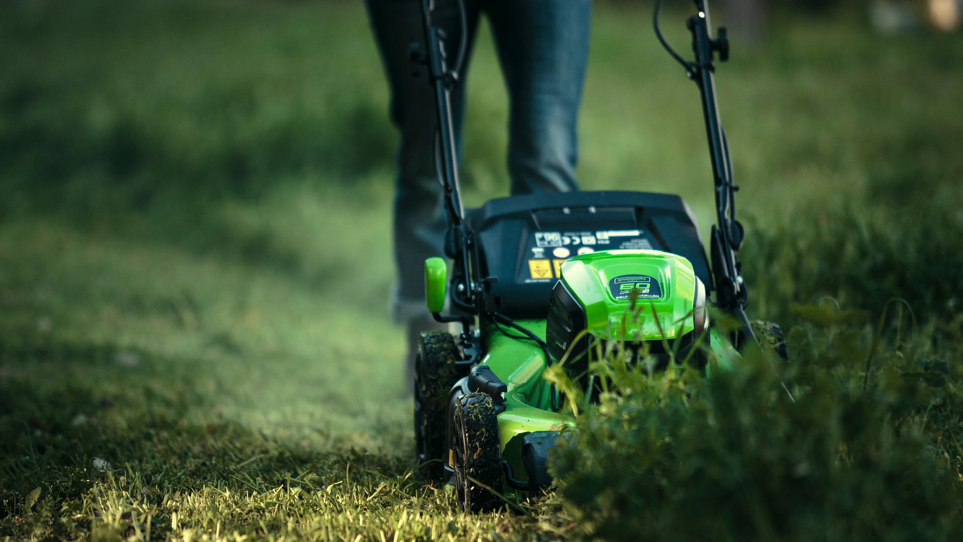 Electric Lawn Mower Sale Best Cordless Lawn Mower 2019 These Electric Lawnmowers Are
