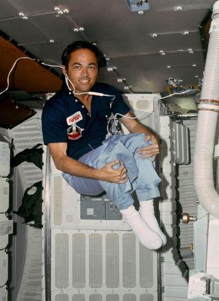 Space Shuttle\u0027s 1st Pilot QA With Former NASA Astronaut Bob