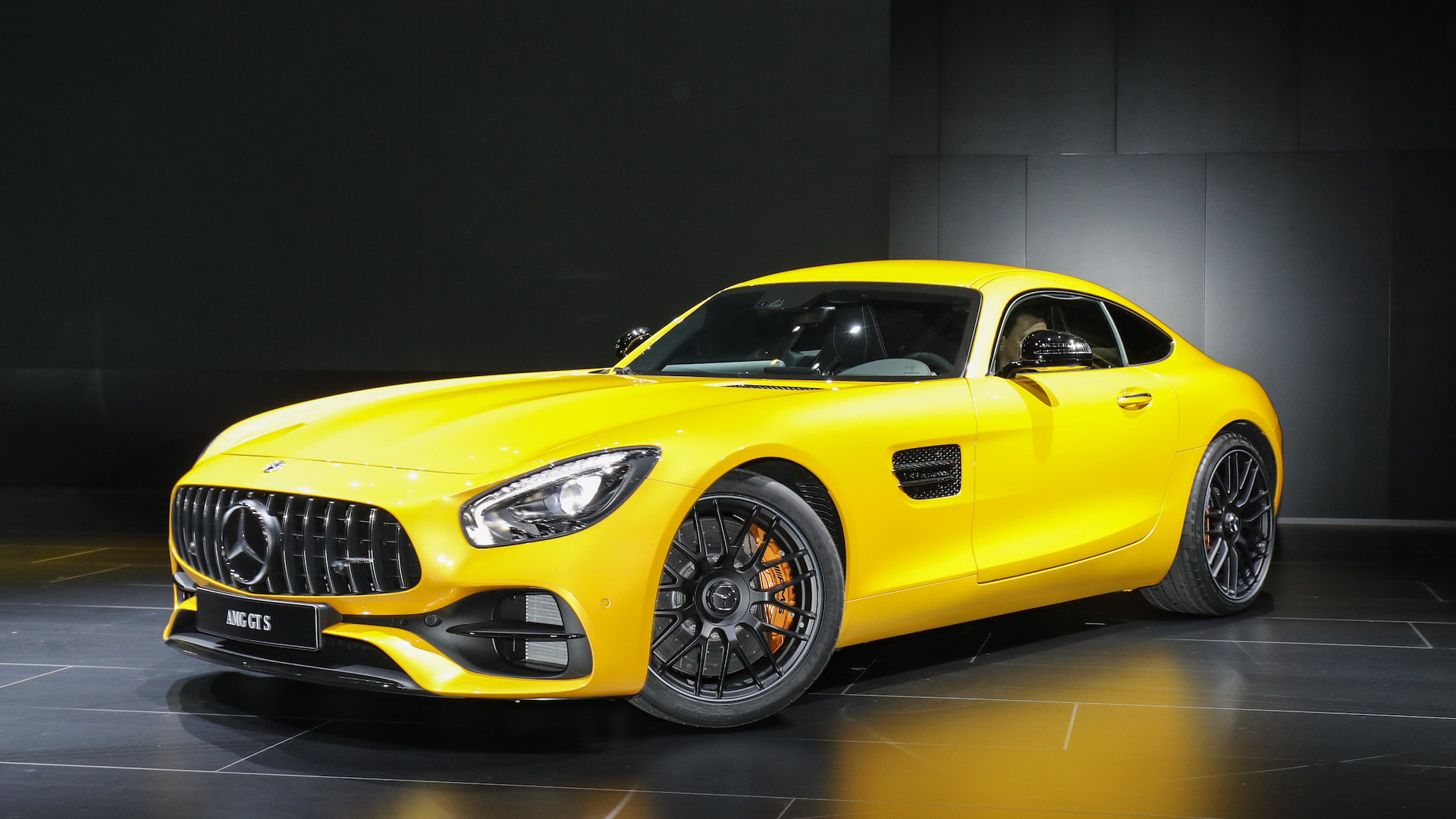 Mercedes Amg Gt C Roadster 2017 New Mercedes Amg Gt C Coupe Is The Friendlier Gt R In Detroit