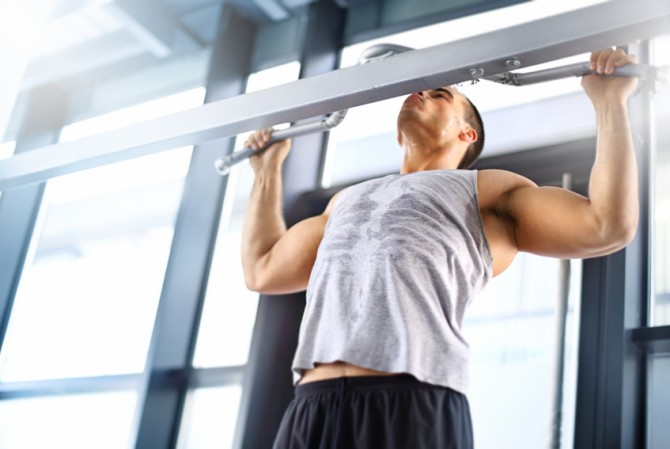 Lat Pulldowns vs Pull-ups Which Builds A Wider Back? Muscle