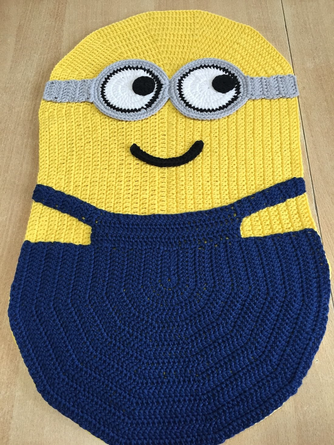 Tapis Peruvien Tuto Facile Tapis Coussin Minions Au Crochet My Crafts