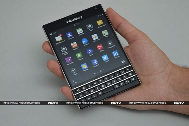 Iphone 5s Wallpaper Fall Blackberry Passport Review The Qwerty Challenger Ndtv
