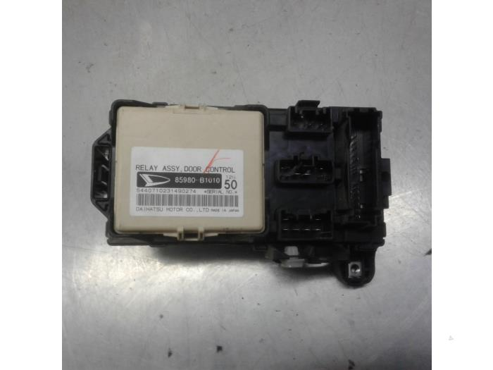 Fuse box for Daihatsu Sirion 85980B1010 - Japotonl