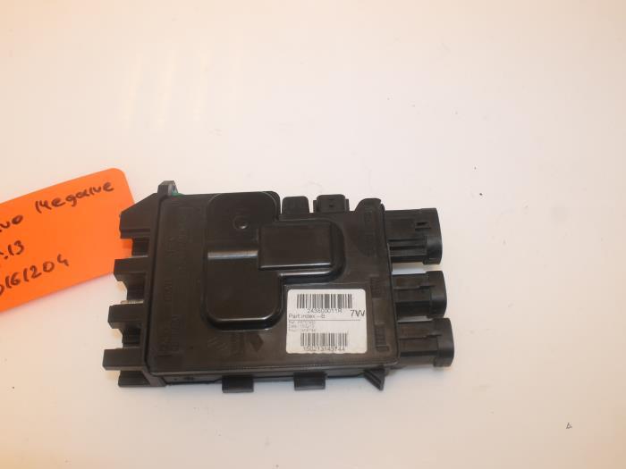 Fuse box for Renault Megane 243800011R - vangilsautodemontagenl