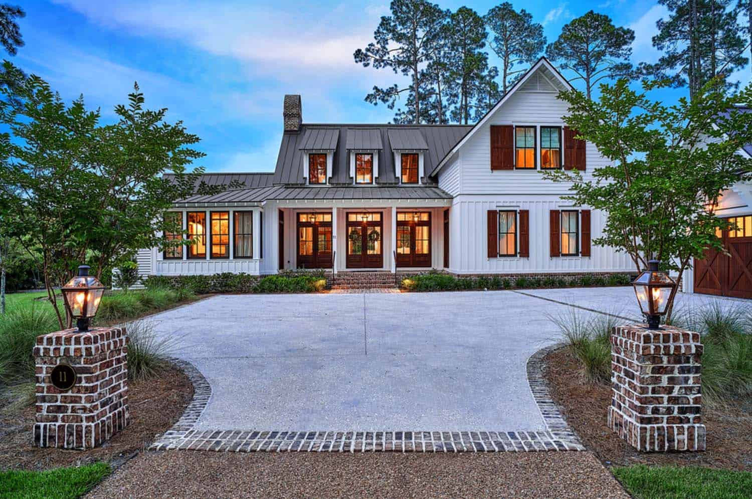 Standout Farmhouse Designs Exquisite South Carolina Farmhouse Evoking A Low Country Style
