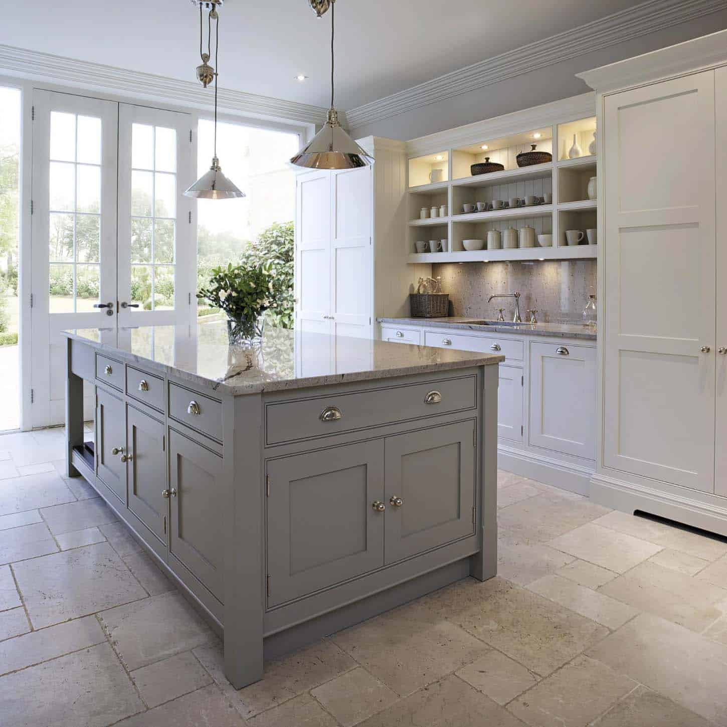 Wellington Ivory Kitchen Cabinets 30 Stylish And Elegant Kitchens With Light And Dark Contrasts