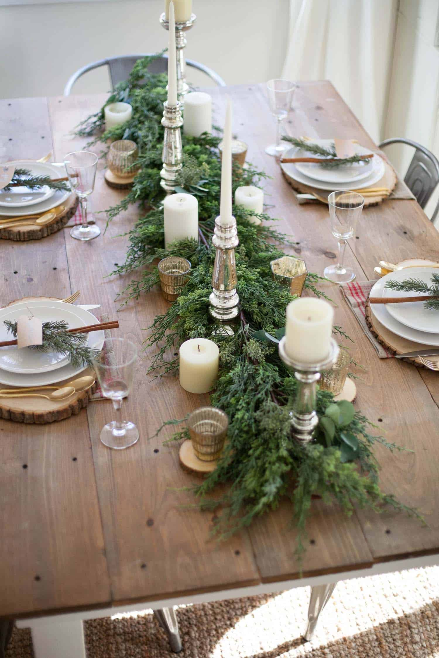 25 Absolutely Gorgeous Centerpiece Ideas For Your Christmas Table