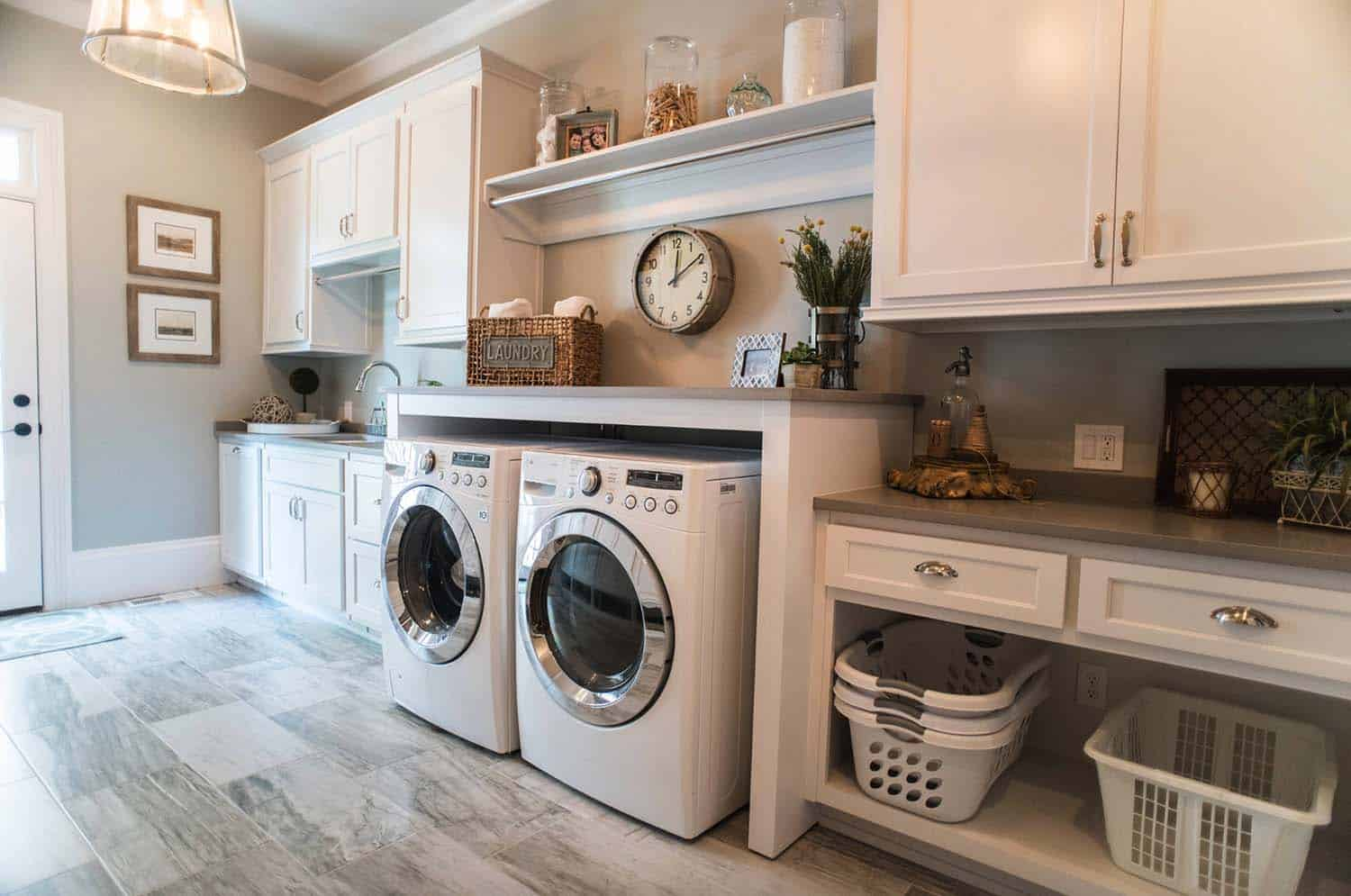 Farmhouse Laundry Room Floor 33 Functional And Stylish Laundry Room Design Ideas To Inspire