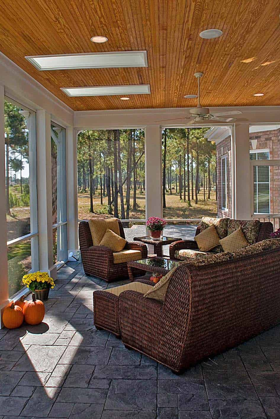 30 Fabulous Screened In Porch Ideas Boasting Woodsy Views