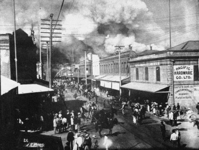13) A fire burns in Honolulu's Chinatown in 1900. The fire was set to destroy homes suspected of being infected by the bubonic plague.