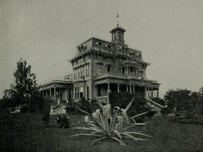 14) Keoua Hale, the palace of Princess Ruth Ke'elikolani, was larger than Iolani Palace.