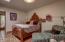 Guest room with en suite bathroom