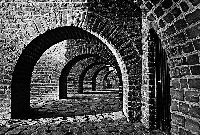 Girl Wallpaper Black And White Vaulted Cellar Tunnel Arches 183 Free Photo On Pixabay
