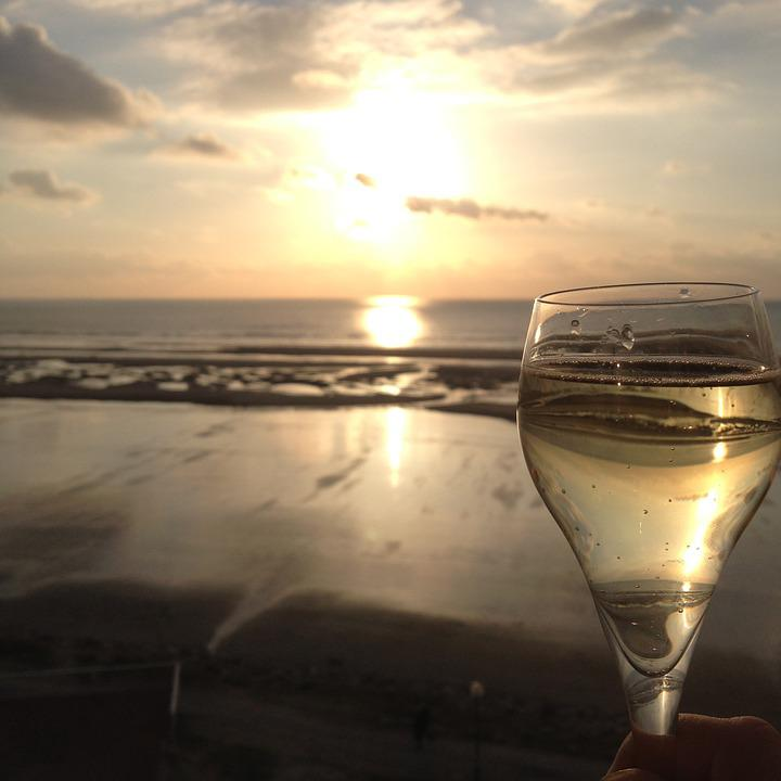 Girl Wallpaper For Iphone 4 Beach Champagne Glass 183 Free Photo On Pixabay