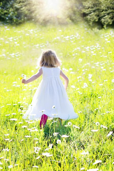Cute Lady Wallpaper Hd Little Girl Running Daisies Nature 183 Free Photo On Pixabay