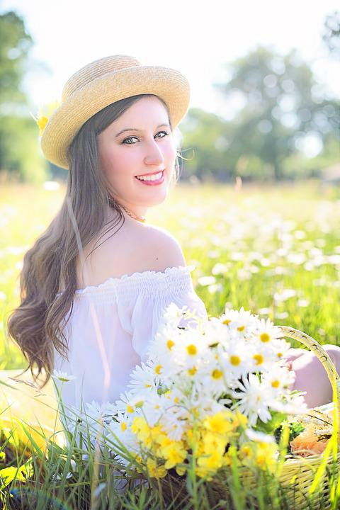 Pretty Girl Wallpapers Hd Foto Gratis Linda Mulher Feliz Jovem Imagem Gratis No