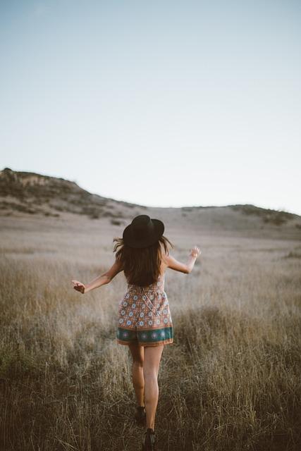 Free Cute Fall Wallpaper People Girl Walking 183 Free Photo On Pixabay
