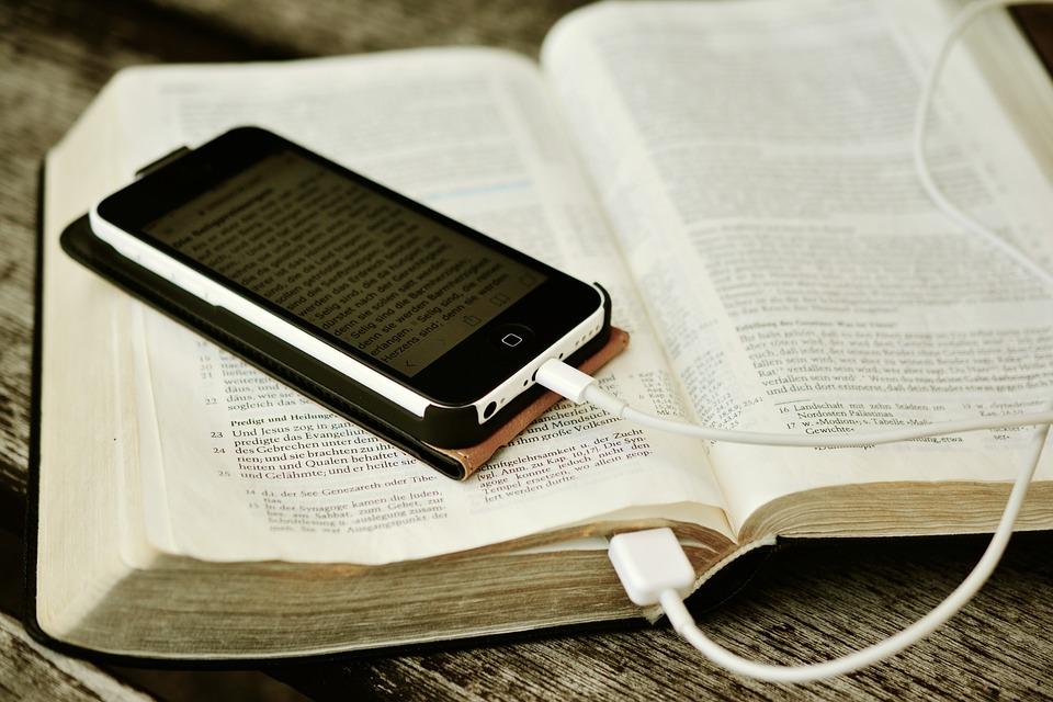 辞書とスマートフォン