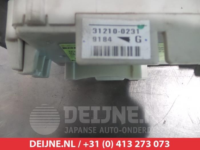 Used Mitsubishi Grandis (NA) 24 16V MIVEC Fuse box - 312100231 - V