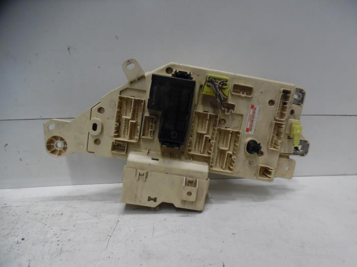 Used Toyota Land Cruiser 100 (J10) 42 TDI 100 24V Fuse box