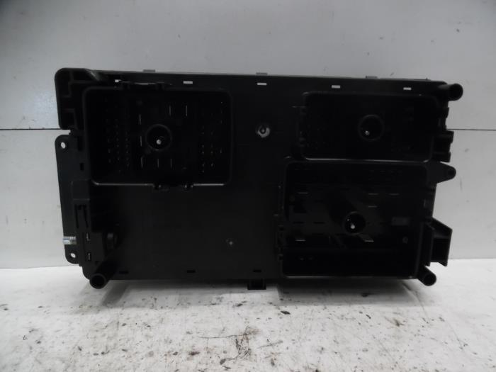 Used Chevrolet Orlando (YYM/YYW) 18 16V VVT Fuse box - 96982022