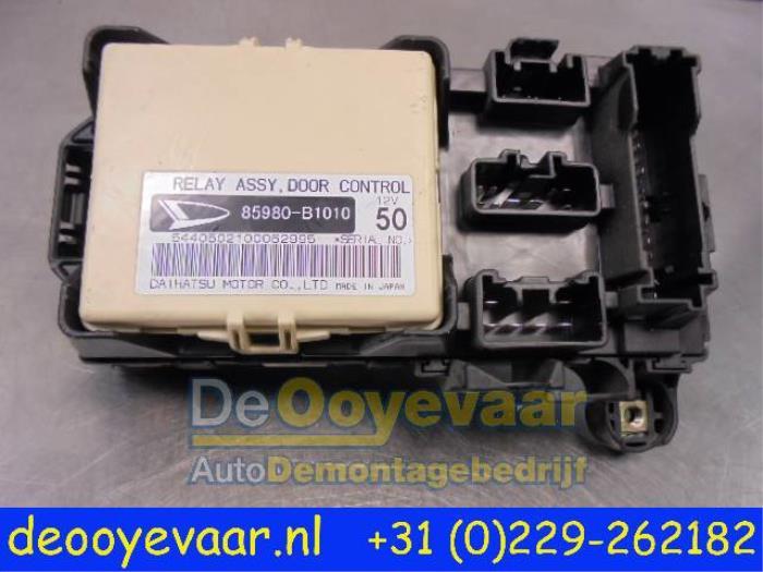 Used Daihatsu Sirion 2 (M3) 13 16V DVVT Fuse box - 85980B1010 - De