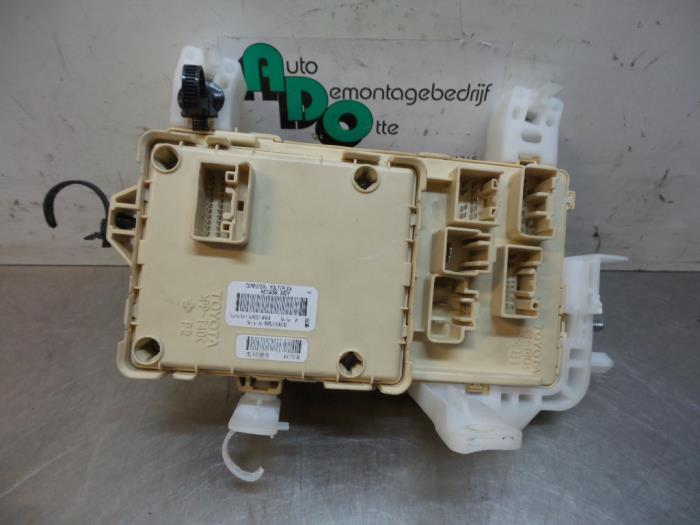 Used Toyota Corolla Verso (R10/11) 18 16V VVT-i Fuse box