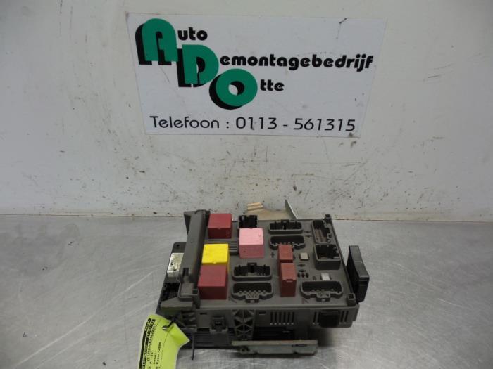 Used Renault Espace (JK) 30 dCi V6 24V Fuse box - 8200447438
