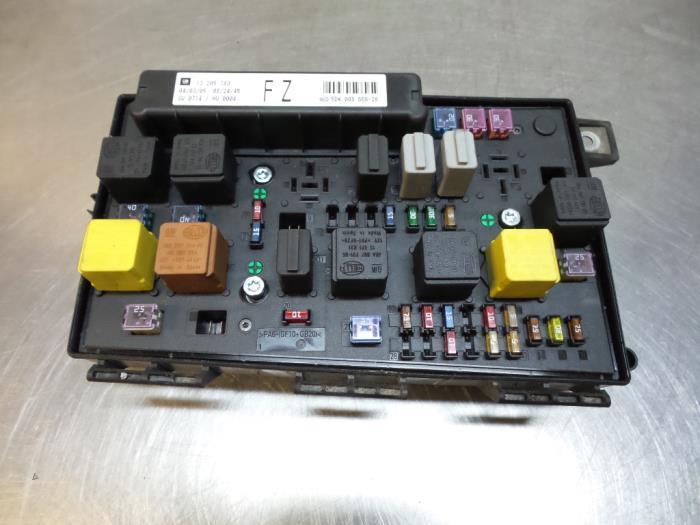 Used Opel Astra H SW (L35) 17 CDTi 16V Fuse box - 015349211