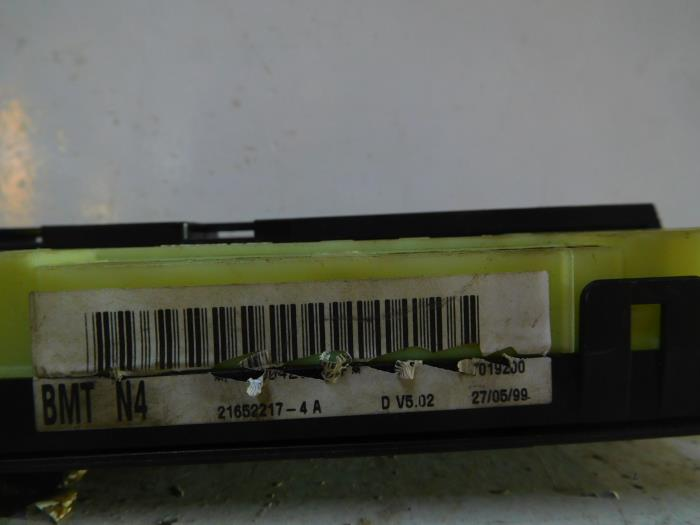 Used Renault Clio II diesel (BB/CB/SB) 19 dTi Fuse box - 7700415565