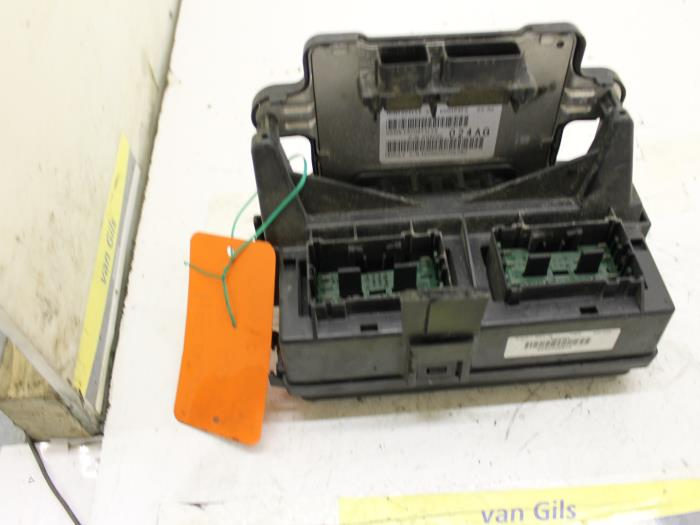Used Jeep Grand Cherokee (WH/WK) 37i 4x2 Fuse box - 65G1P4F5 - van