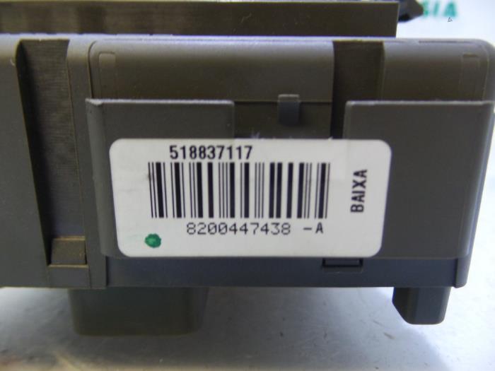 Used Renault Espace (JK) 20 16V Turbo Fuse box - 8200447438