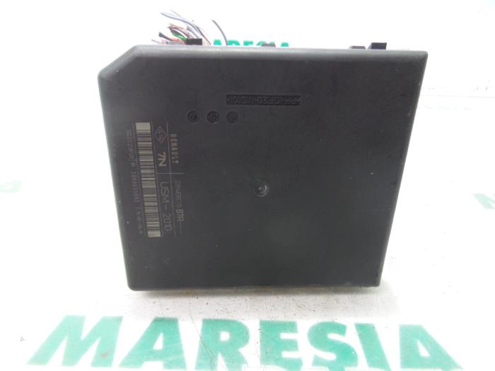 Used Renault Megane III Grandtour (KZ) 15 dCi 110 Fuse box
