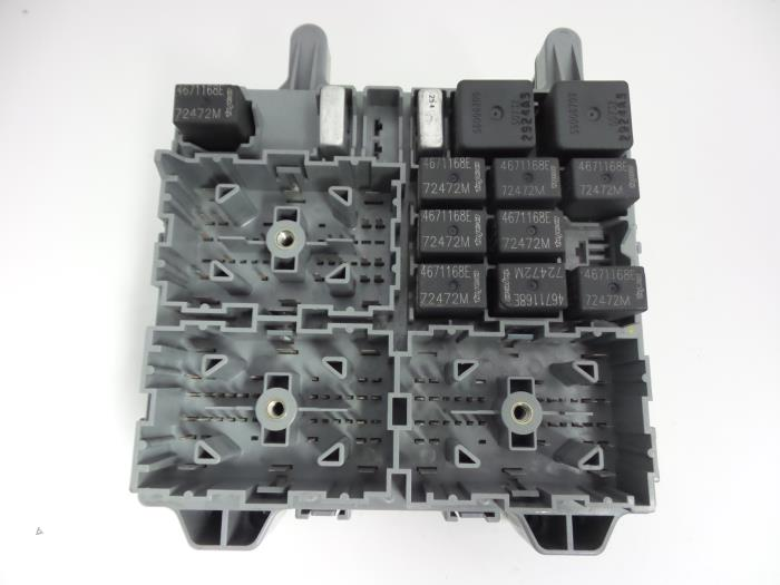 Used Jeep Cherokee/Liberty (KJ) 28 CRD 16V Fuse box - 56010436AE