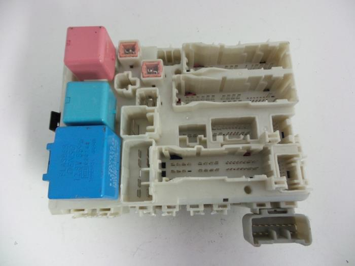 Used Toyota Yaris II (P9) 133 16V Dual VVT-I Fuse box - 827300D290