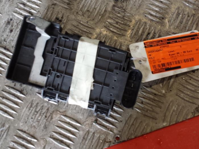 Used Volkswagen Polo (6N1) 16i 75 Fuse box - 6X0937550