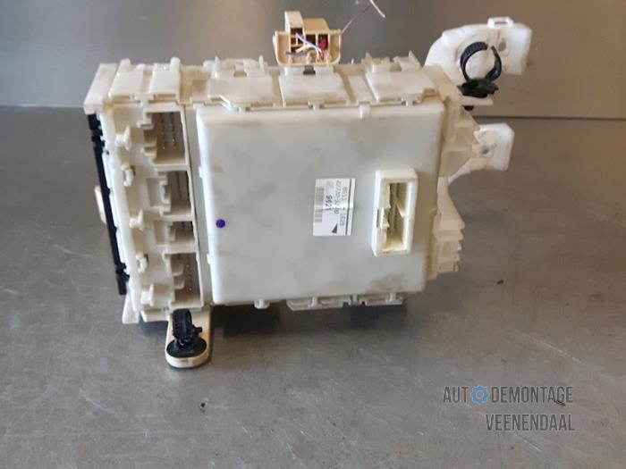 Used Toyota Yaris II (P9) 10 12V VVT-i Fuse box - 8273052700