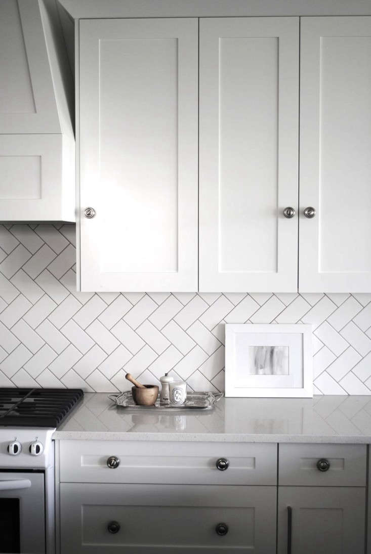 Pristine A Herringbone Pattern Remodeling Tile Pattern Glossary Remodelista Subway Tile Patterns 4x12 Subway Tile Patterns Kitchen Subway Tiles Take On A Fresh Look When Laid houzz-02 Subway Tile Patterns