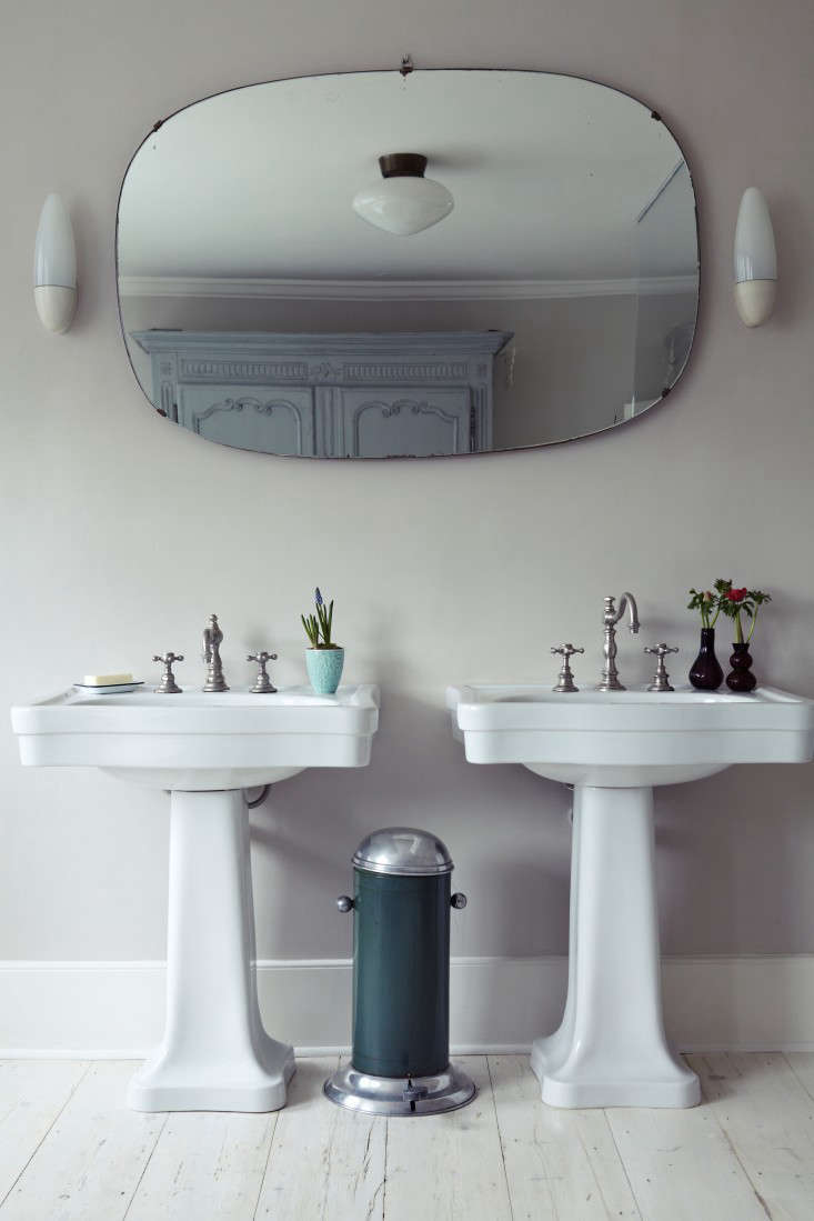 Bathroom Mirror Wall Lights Remodeling 101 How To Install Flattering Lighting In The Bathroom