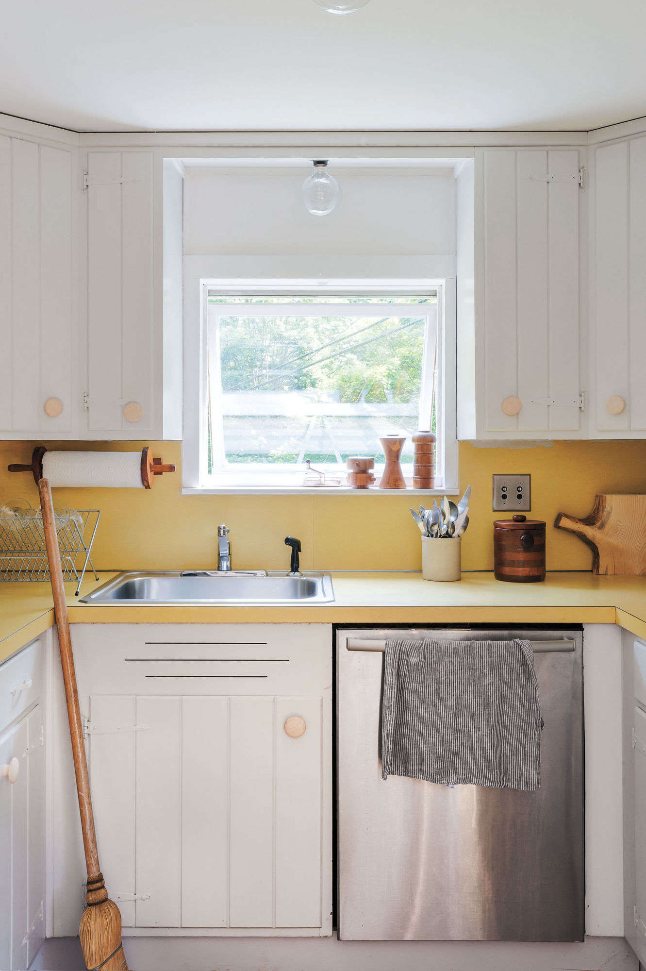 Paint My Kitchen Cabinets Expert Tips On Painting Your Kitchen Cabinets