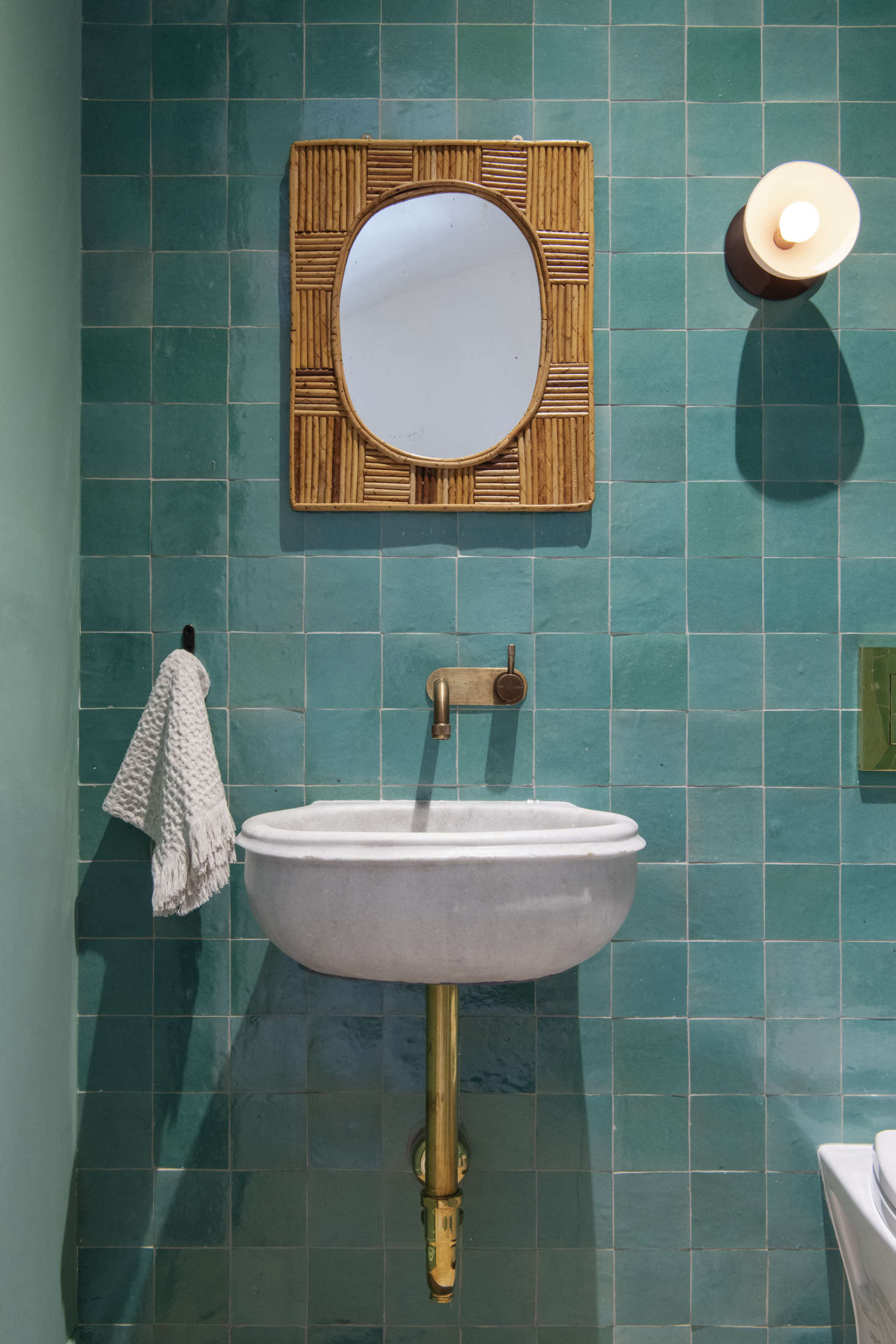 Emery Et Cie 13 Favorite Green Bathrooms From The Remodelista Archives