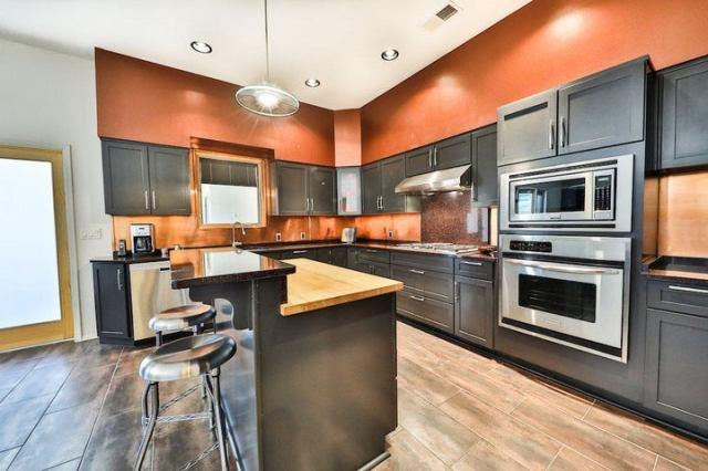 Kitchen w/copper back splash