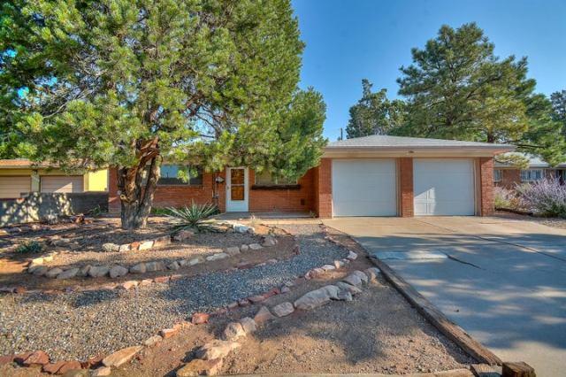 8427 Palo Duro Avenue NE, Albuquerque, NM 87111
