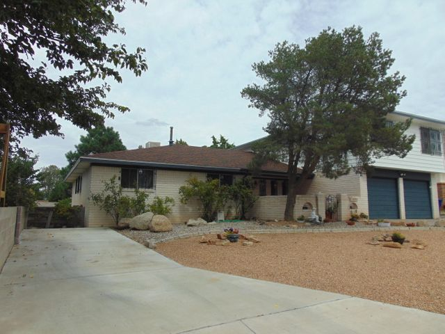 12533 Apache Place NE, Albuquerque, NM 87112