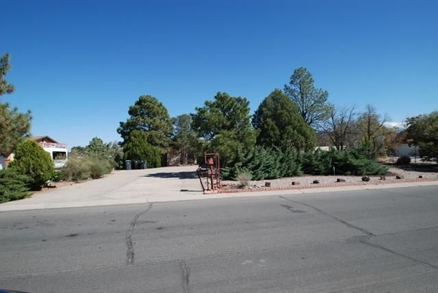 5107 Fairfax Drive NW, Albuquerque, NM 87114